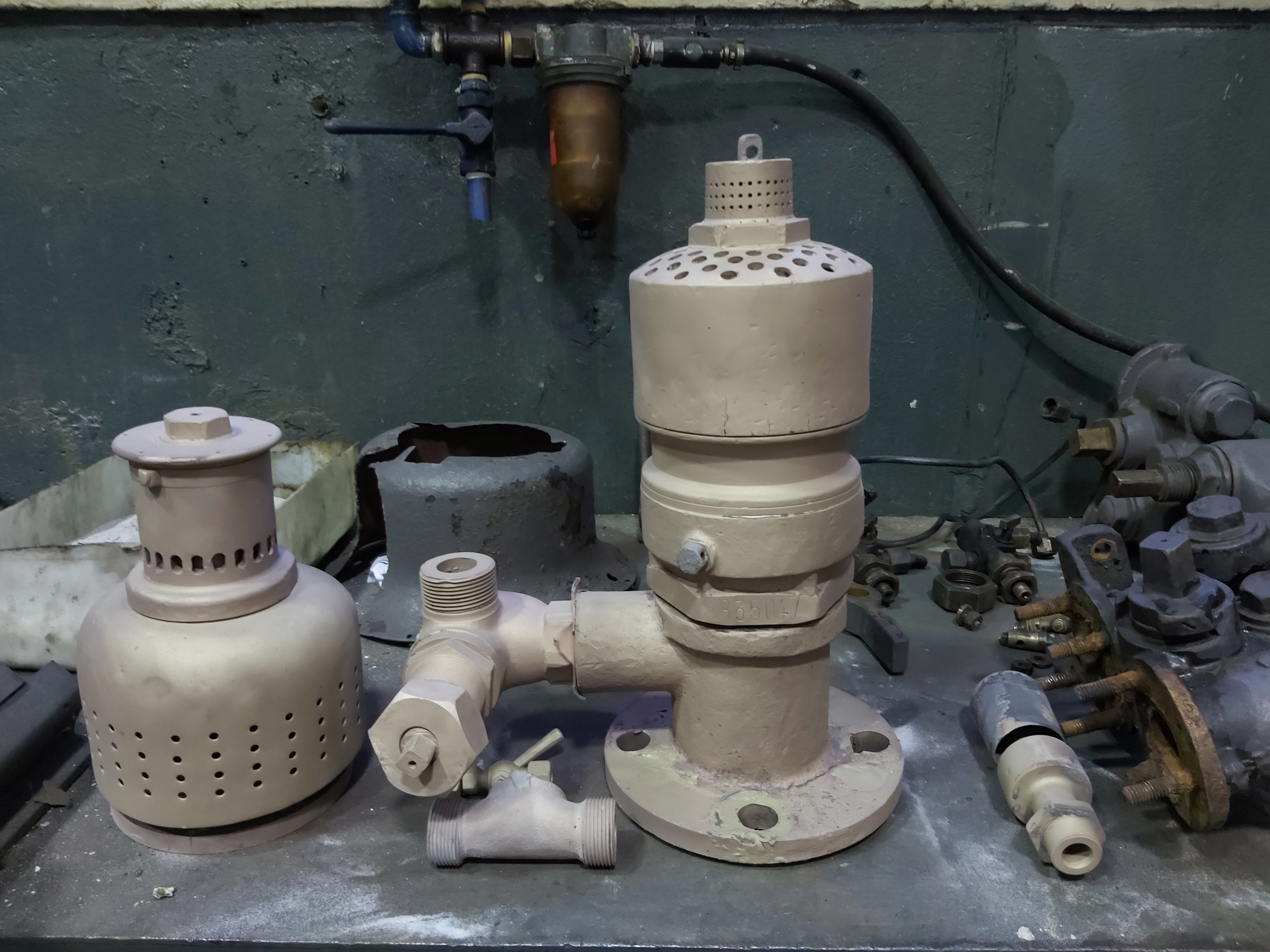 835.047: sabbiatura componenti in bronzo