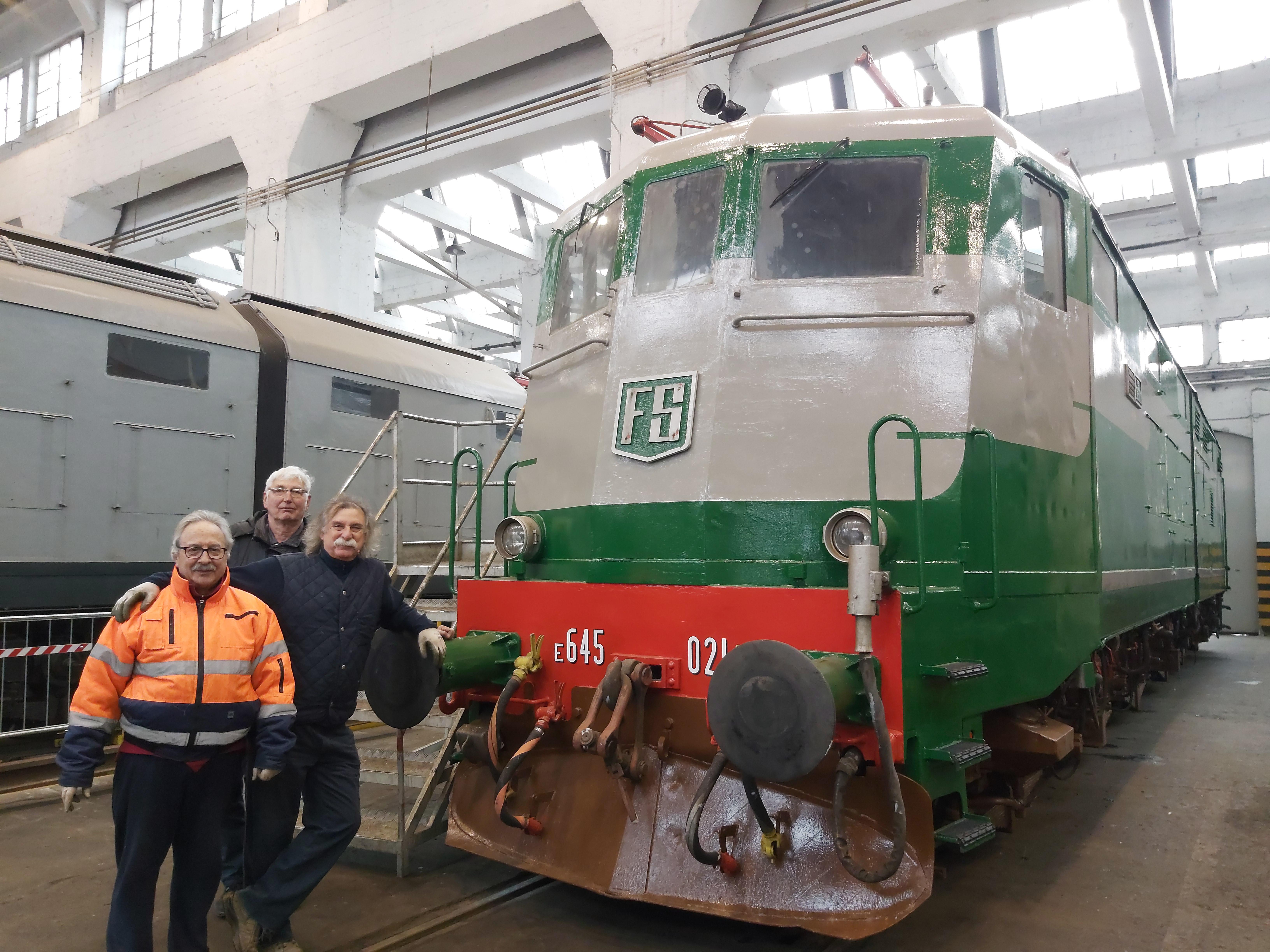 Ex ferrovieri all'opera in officina!