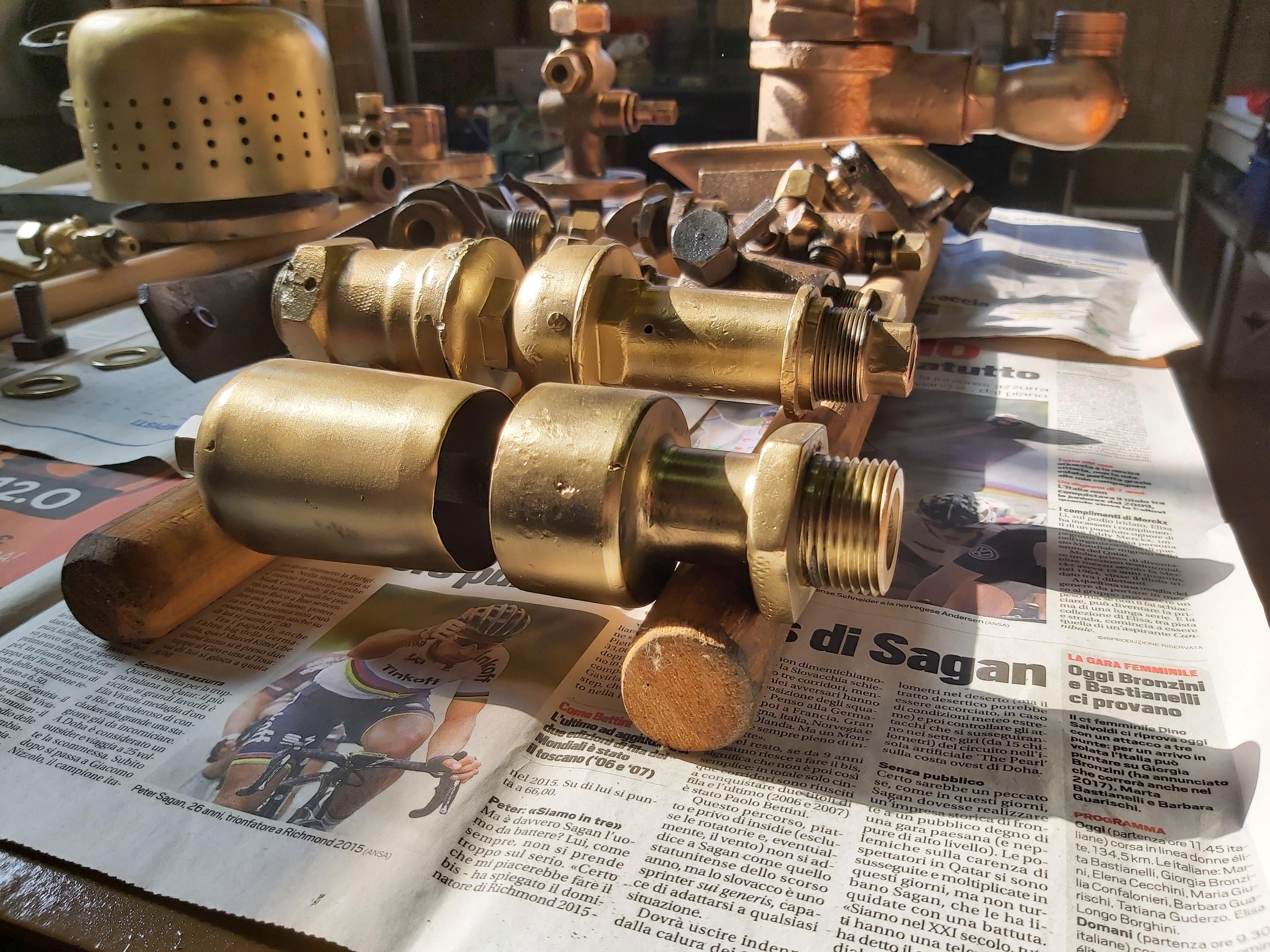 835.047: ottone, rame e bronzo luccicano!